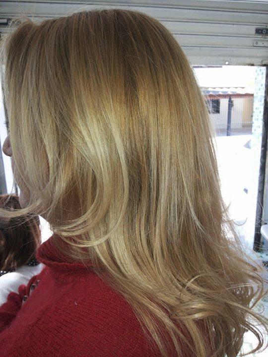 coloraçao  coloração raiz e matização e pontas maquiador(a) cabeleireiro(a) designer de sobrancelhas