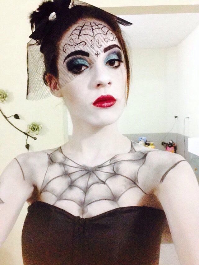 Viuva Negra - Halloween  maquiagem esteticista maquiador(a) consultor(a) em negócios de beleza estudante