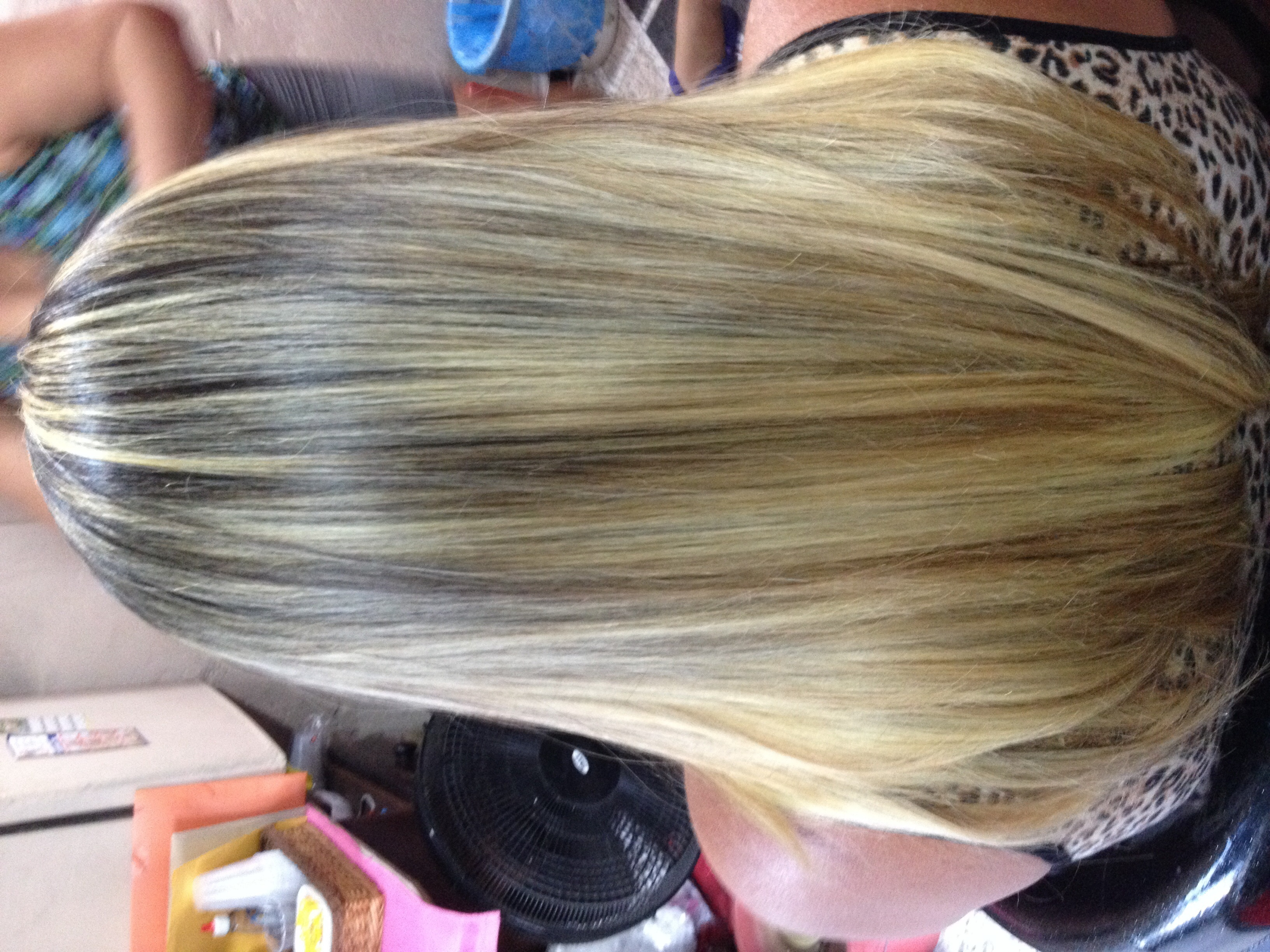 Luzes e corte :) Fiz esse cabelo no papel ele tava laranja e a minha cliente falo que queria mas claro e botei assim e ela amo o resultado cabeleireiro(a)