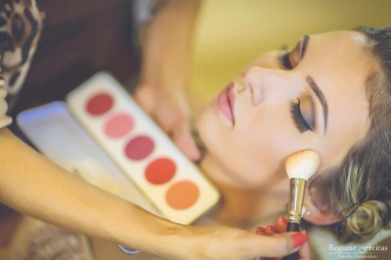 maquiagem designer de sobrancelhas maquiador(a) cabeleireiro(a)