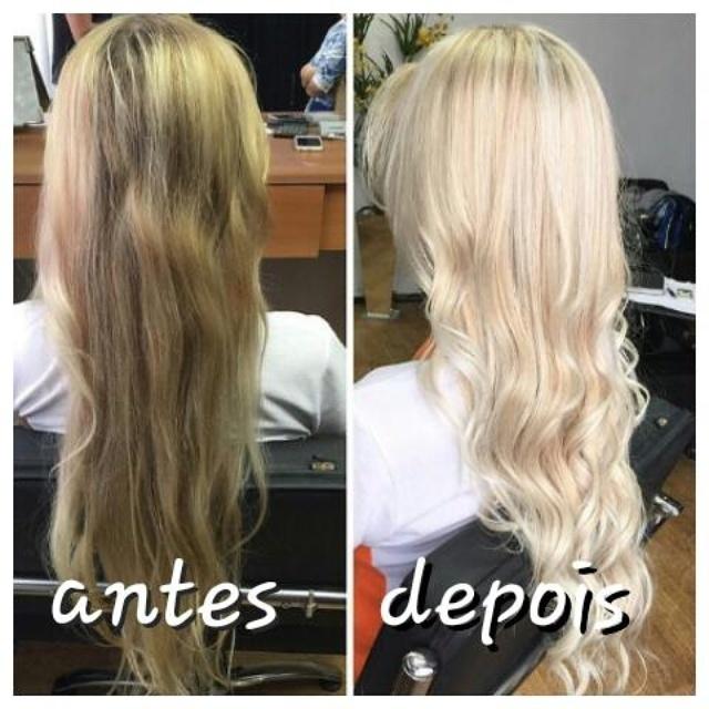 Reconstrução  Uma reconstrução de cor cabelo cabeleireiro(a)