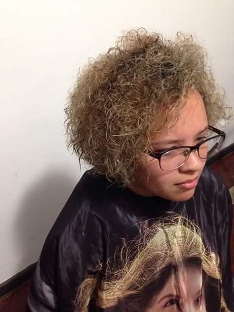 Corte e luzes depois cabeleireiro(a) maquiador(a) designer de sobrancelhas