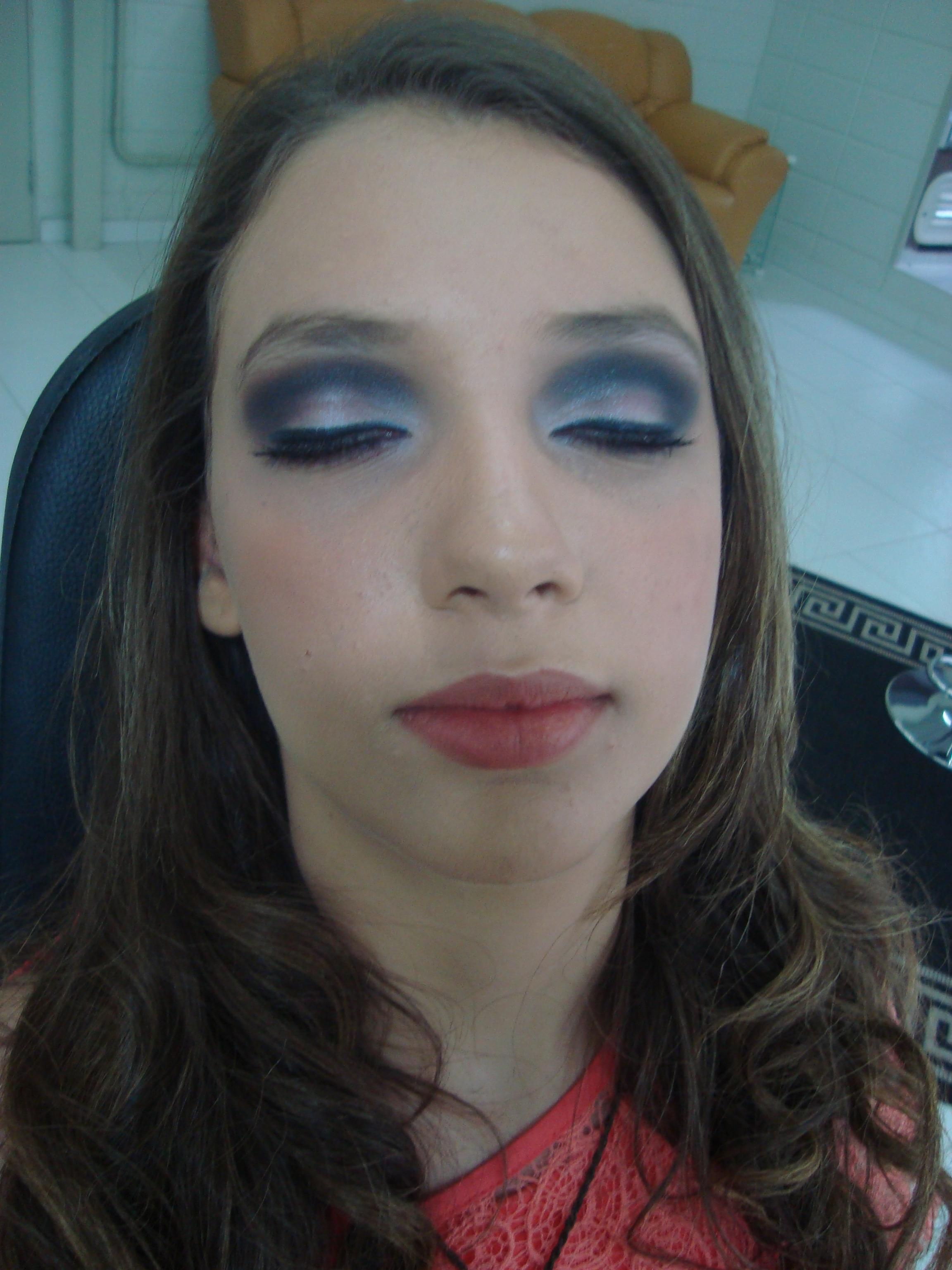 Esfumado dramático, mais marcado maquiador(a)