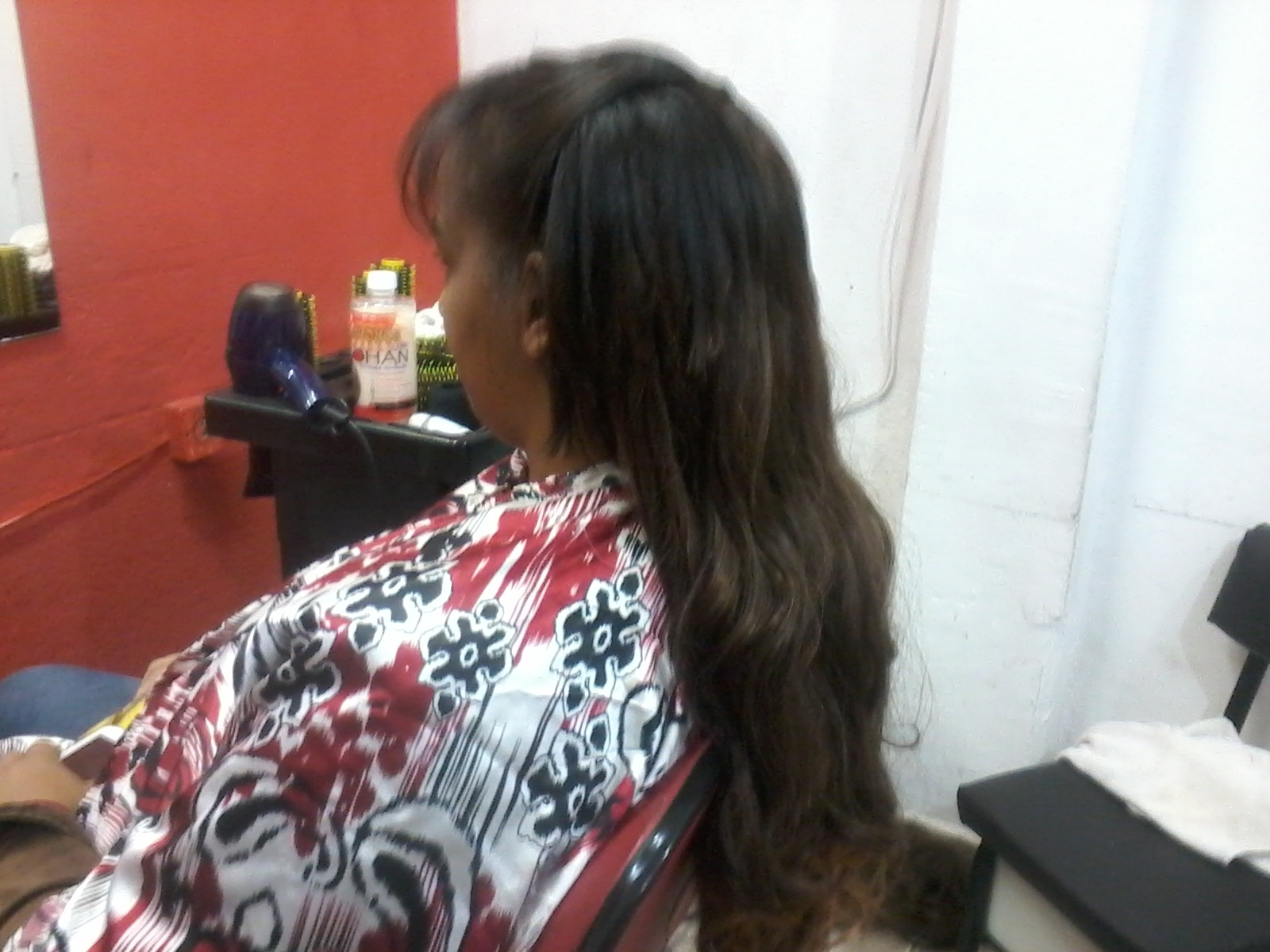 alongamento Depois de progressiva e corte fizemos um alongamento cabeleireiro(a)