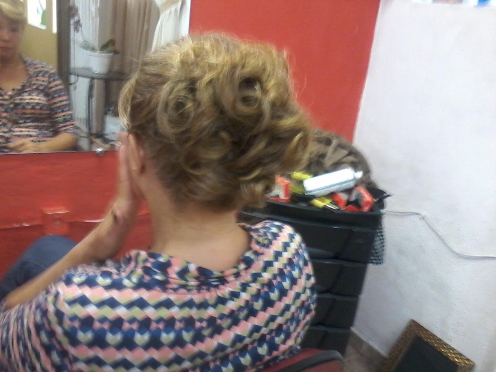 penteado Mais uma madrinho foi escovado feito uns cahos e preso meio desconectao que era o que a cliente queria cabeleireiro(a)