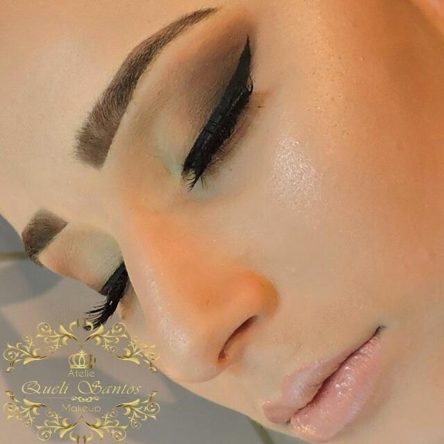 Maquiagem Esfumada sem marcações maquiagem empresário(a) / dono de negócio