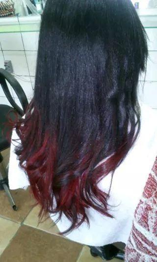 Californianas RED Técnica mechas livres. Tonalizado com creme tonalizante vermelho. cabeleireiro(a) auxiliar cabeleireiro(a)