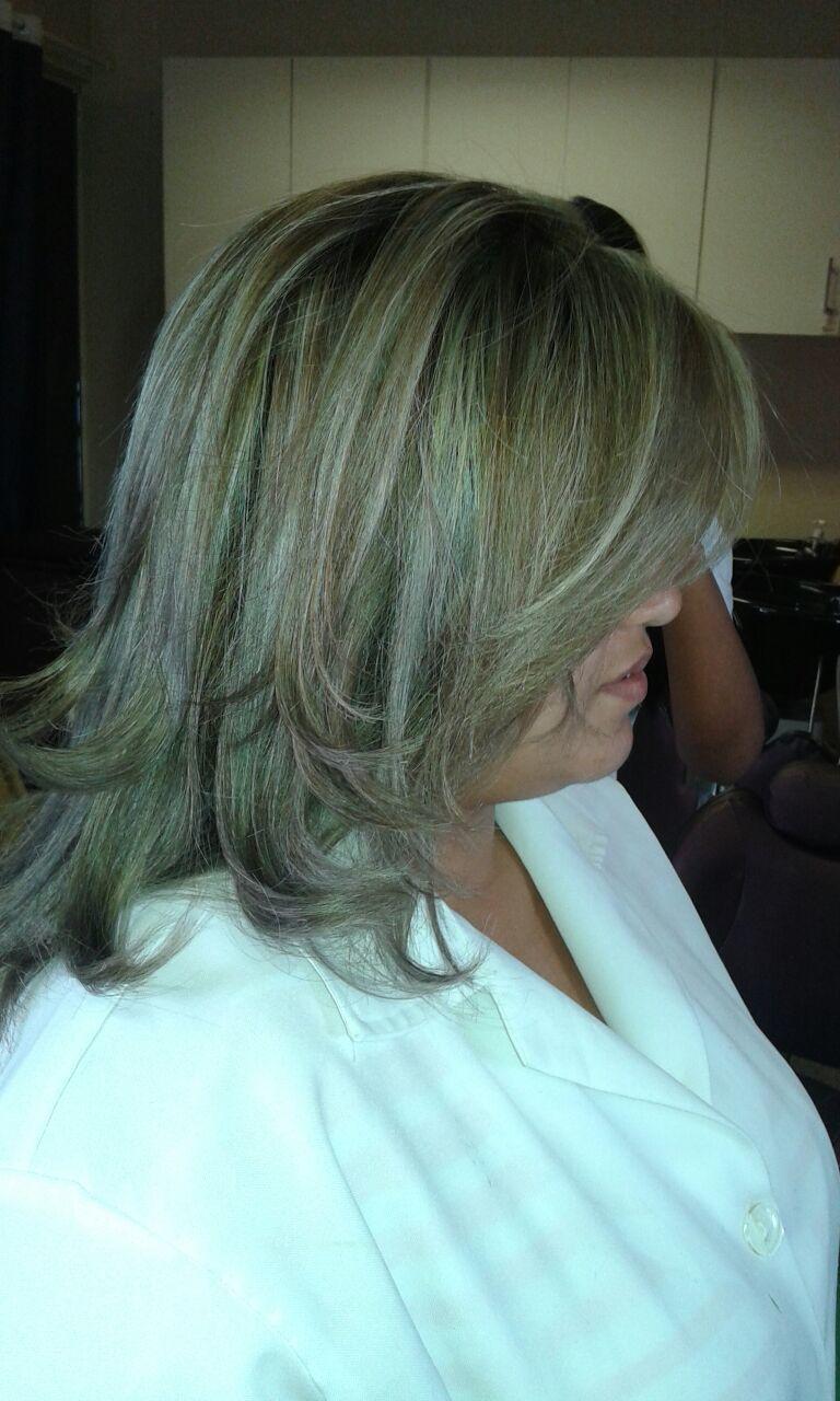 coloração com luzes cabeleireiro(a) designer de sobrancelhas