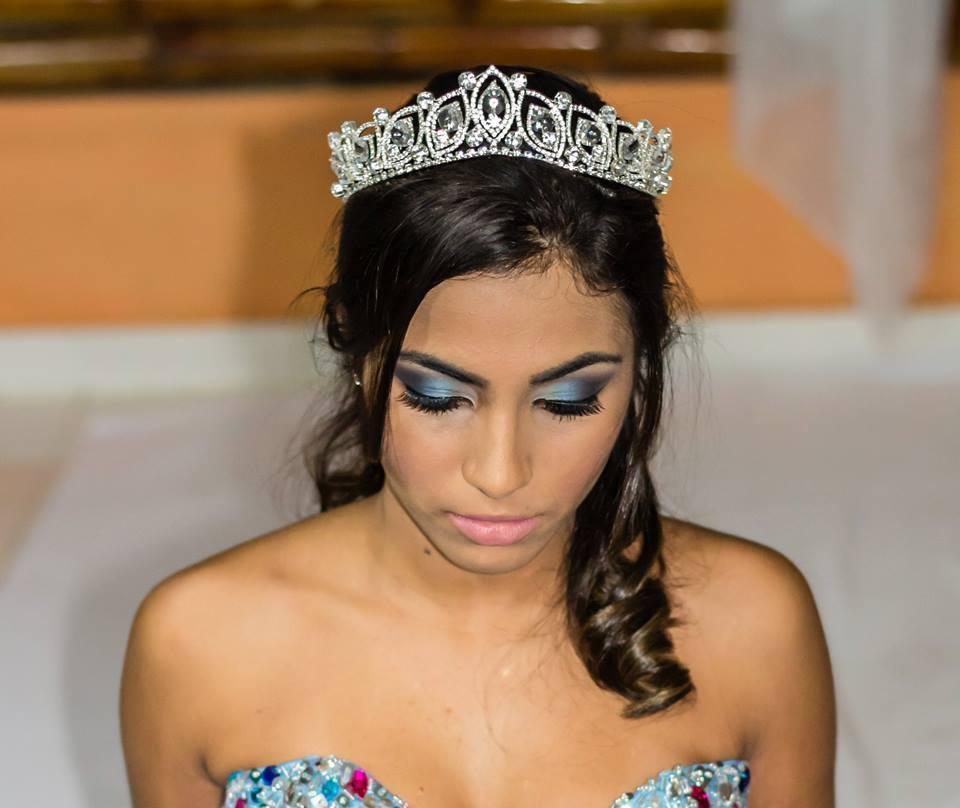 Maquiagem Debutante Trabalho realizado para Loja de vestidos de Noivas e Debutantes e para fotos da revista START maquiagem maquiador(a)