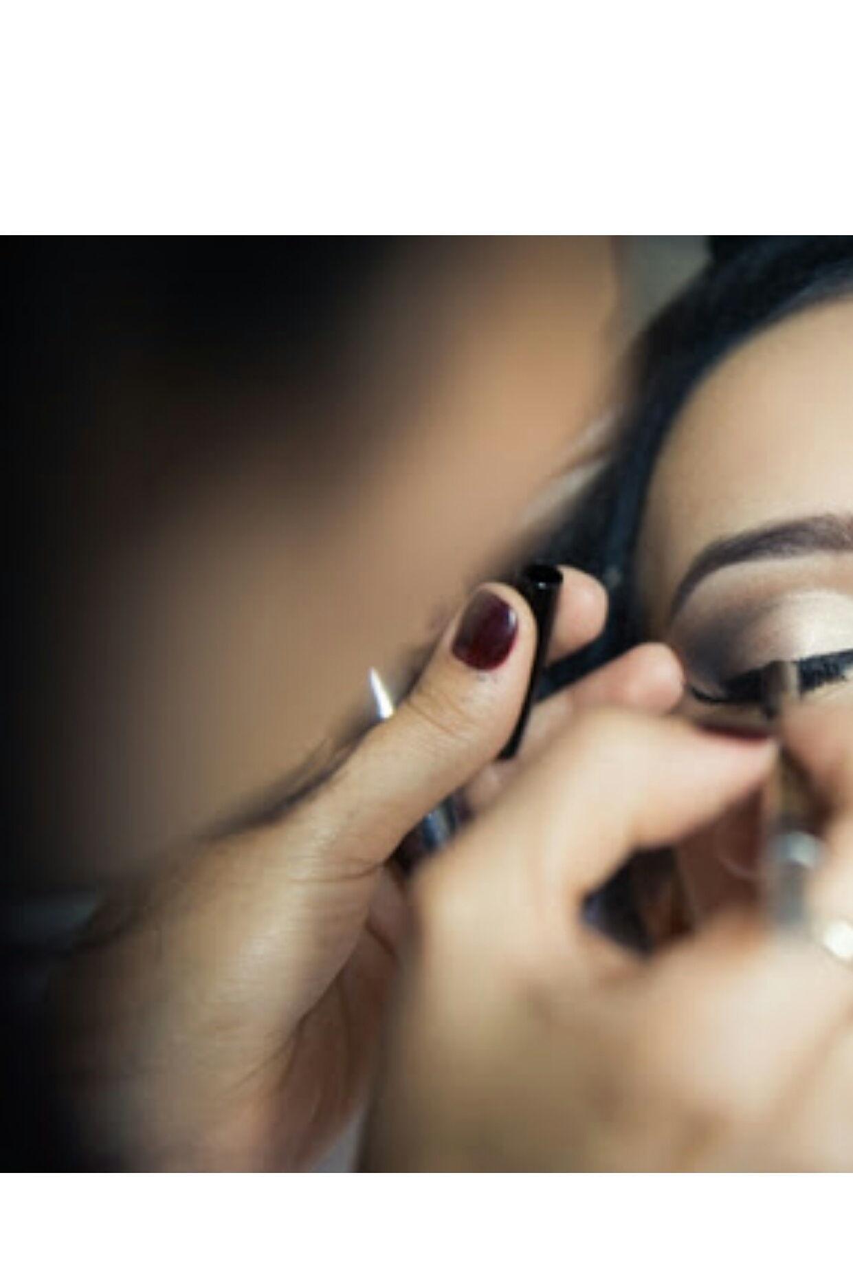 Make Up  cabeleireiro(a) consultor(a) em imagem consultor(a) em negócios de beleza maquiador(a) stylist visagista produtor(a) designer de sobrancelhas