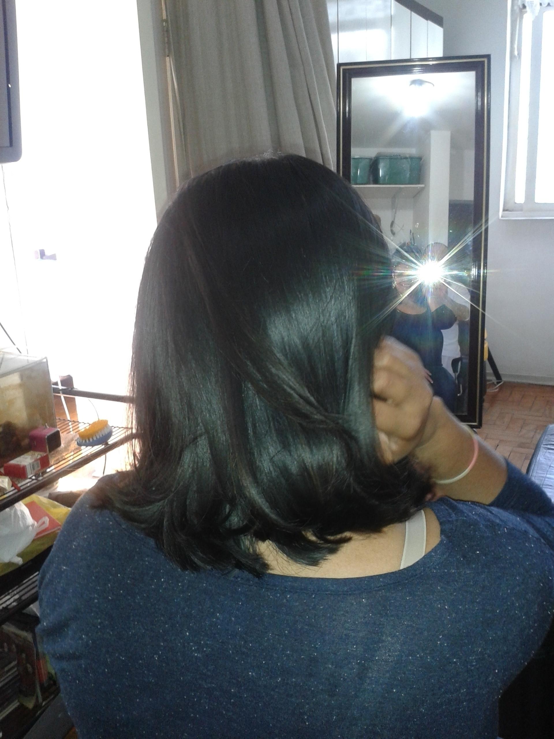 Medio assimetrico Medio levemente assimétrico p/direita com pontas desconctadas  cabeleireiro(a) barbeiro(a) maquiador(a) designer de sobrancelhas depilador(a)