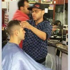 foto de capa  Eu, fazendo acabamento no corte! cabeleireiro(a)