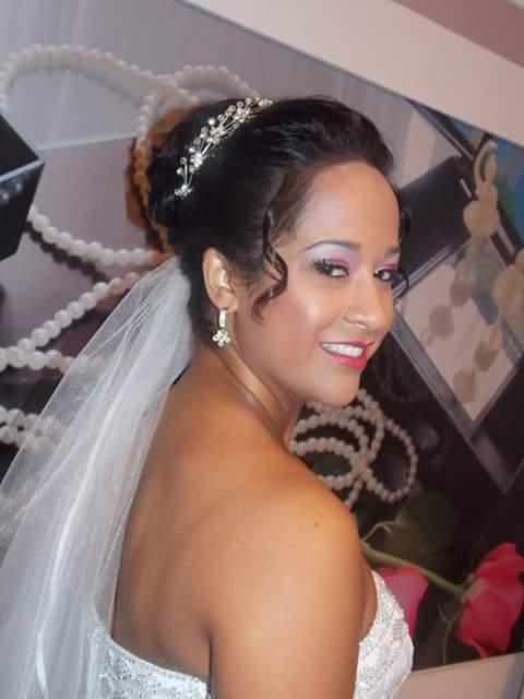 Maquiagem de noiva Maquiagem colorida, com tons de rosa, de noiva pele morena. maquiador(a) designer de sobrancelhas auxiliar cabeleireiro(a)