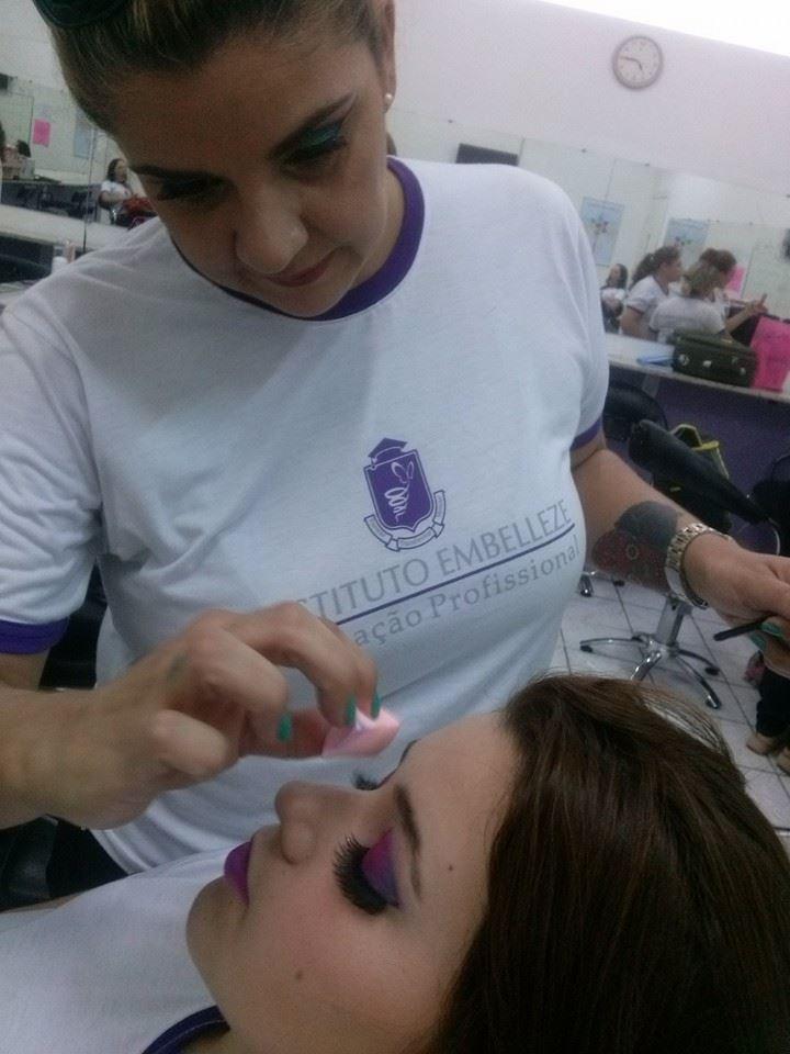 maquiador(a) manicure e pedicure