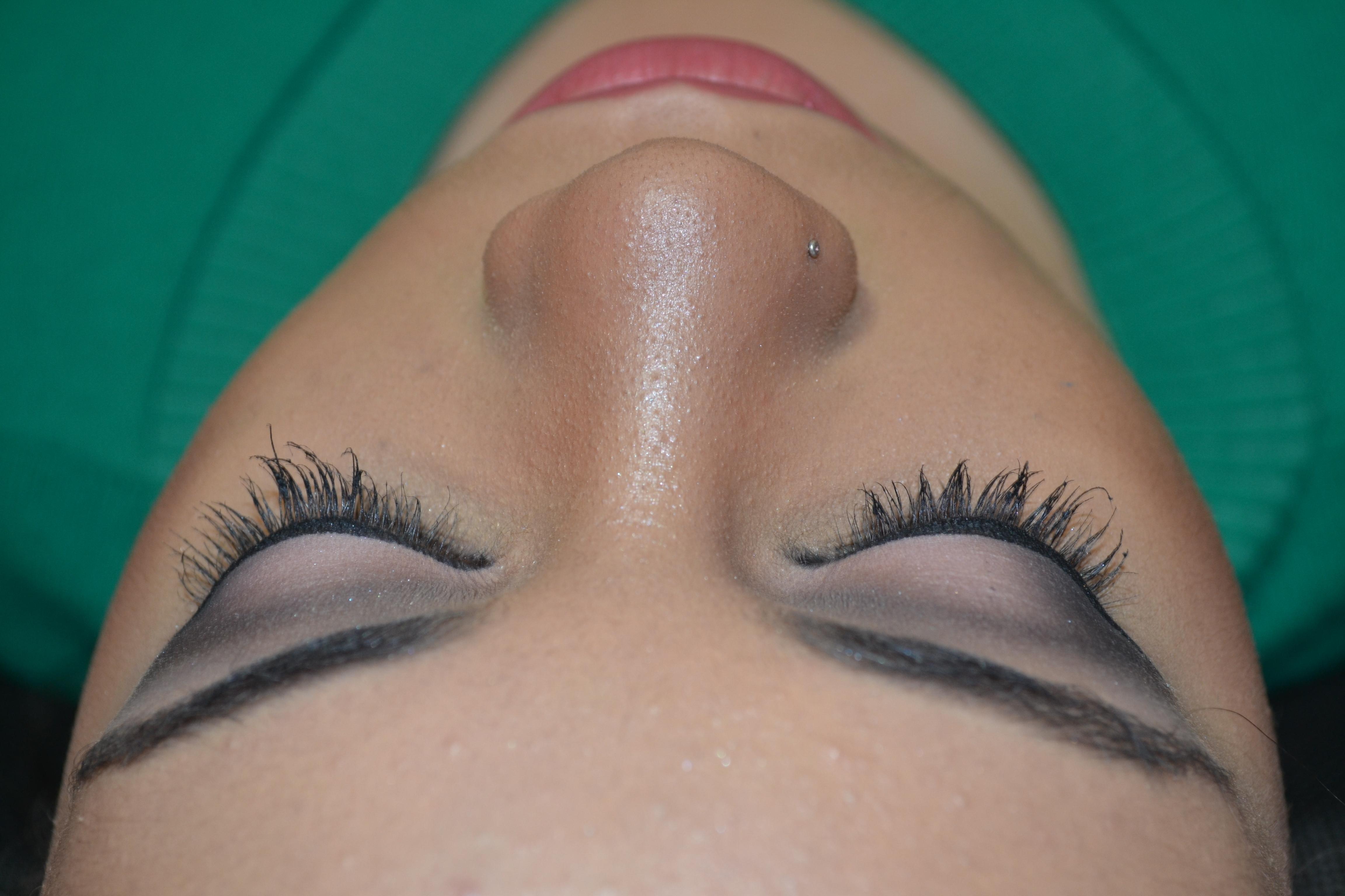 maquiagem maquiador(a) designer de sobrancelhas alongamento de cílios