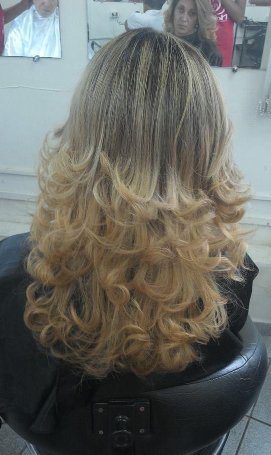 luzes, corte e escova. cabeleireiro(a)