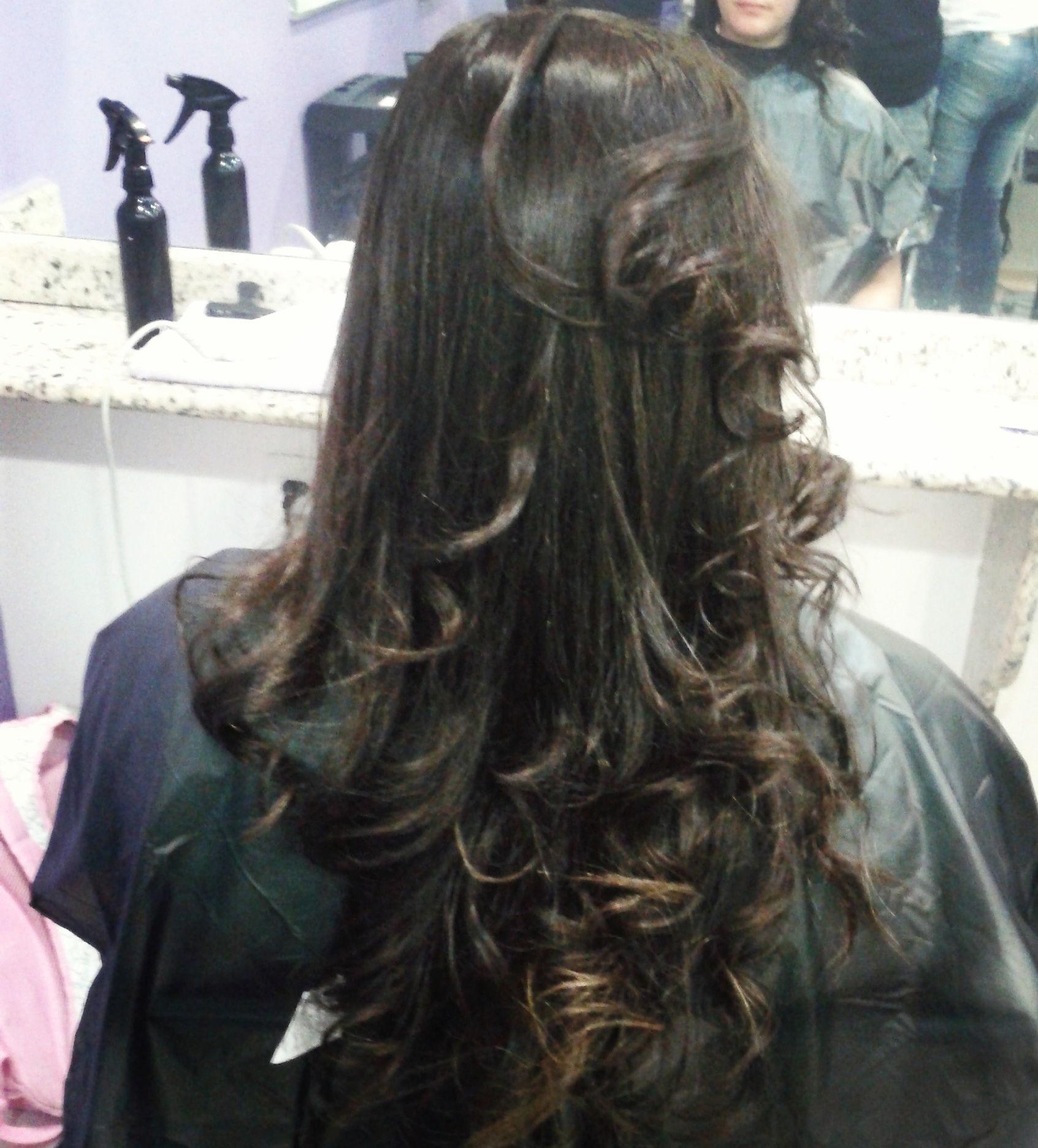 Reconstrução Reconstrução com escova e acabamento na prancha.  auxiliar cabeleireiro(a) assistente maquiador(a)