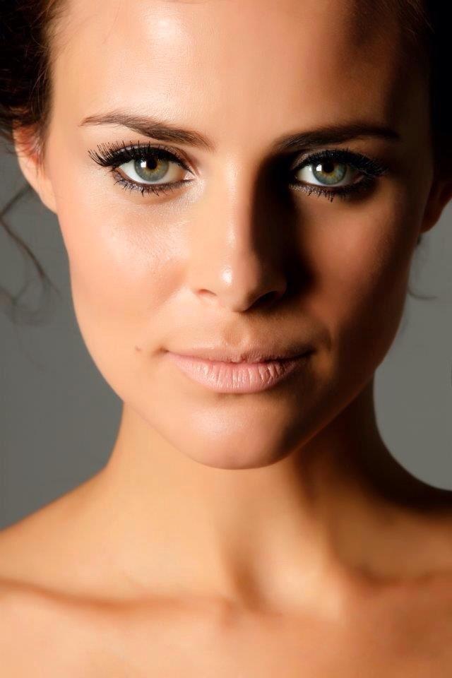 nude maquiagem  acupunturista designer de sobrancelhas