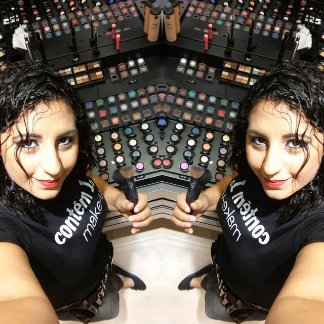 No meu local de trabalho! maquiador(a)