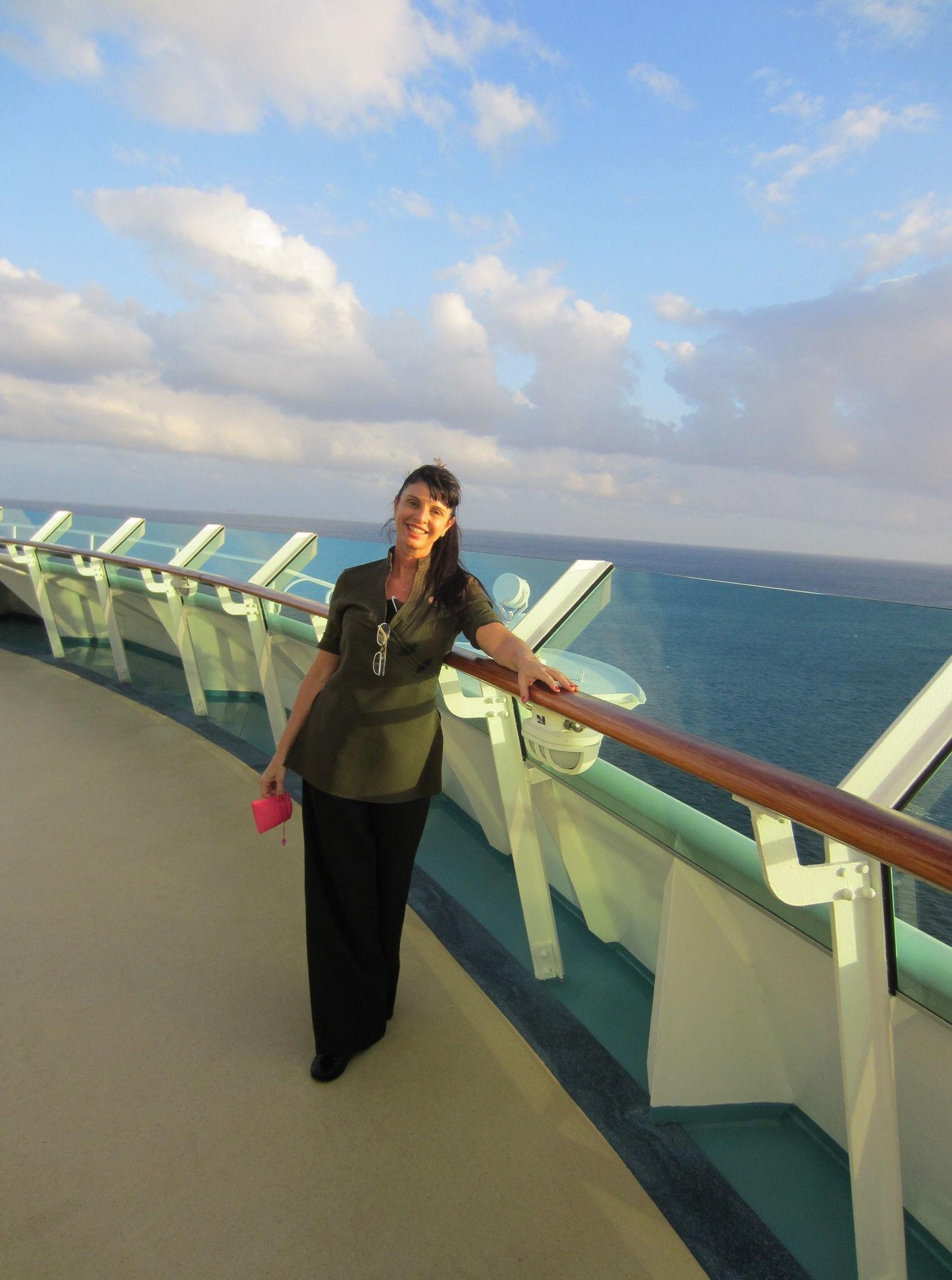 Spa Navegator of the sea Trabalho de estética Facial e corporal nos SPAS  da empresa Naval Royal Caribbean Cruise  fisioterapeuta