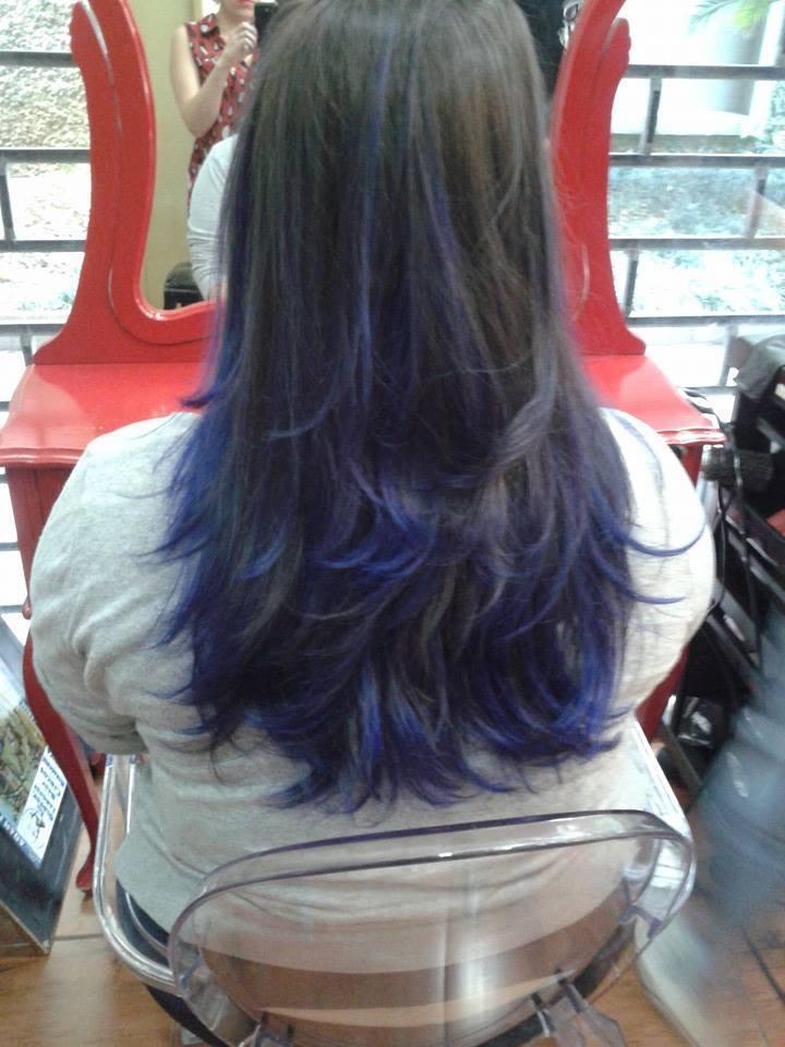 ombré hair em tom azul  mechas costuradas em todo o cabelo e tonalizado com kera tom   auxiliar cabeleireiro(a) depilador(a) designer de sobrancelhas manicure e pedicure cabeleireiro(a) escovista recepcionista