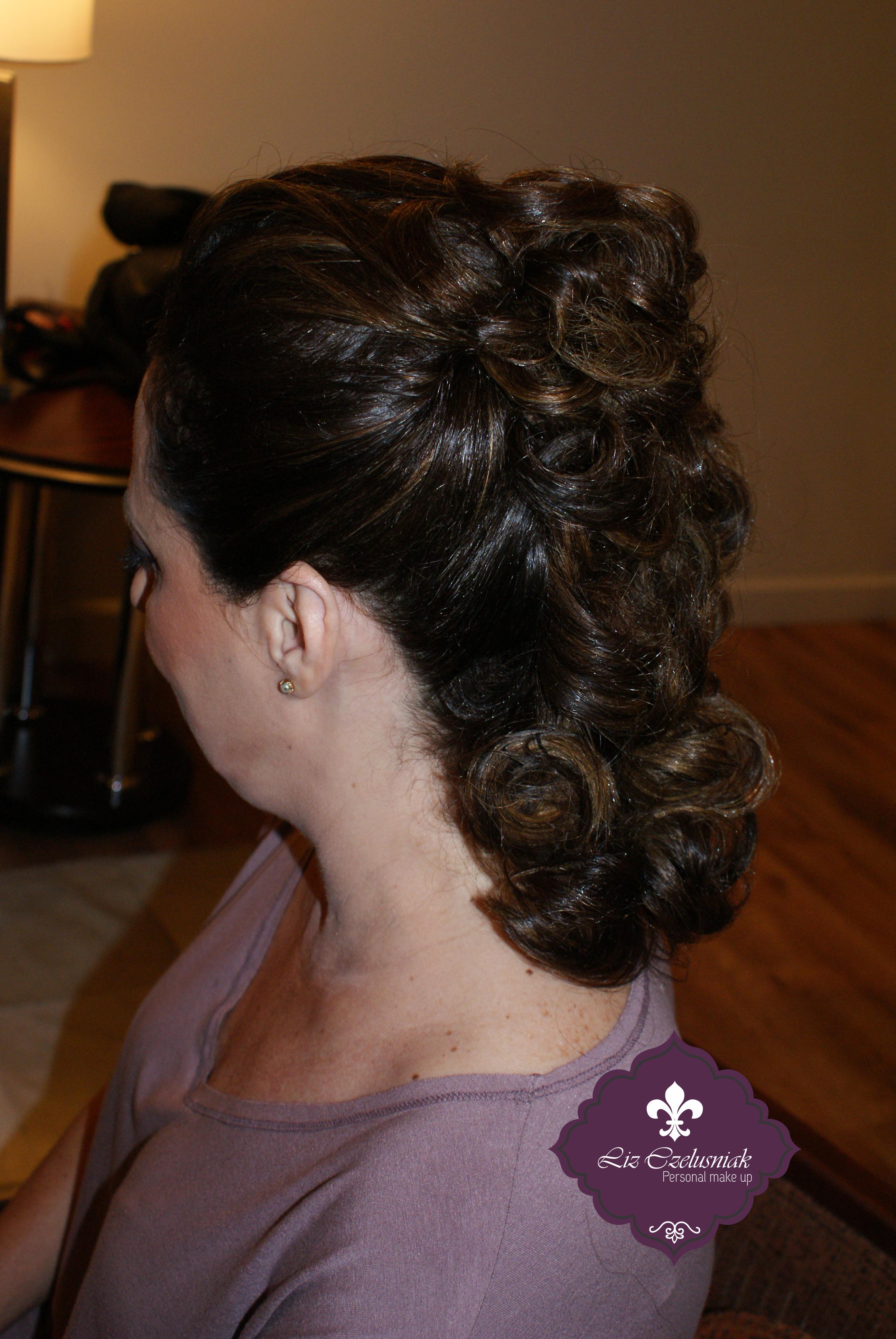 Hair by Liz Czelusniak Penteado#Convidada#Casamento#by#LizCzelusniak maquiador(a) cabeleireiro(a) designer de sobrancelhas