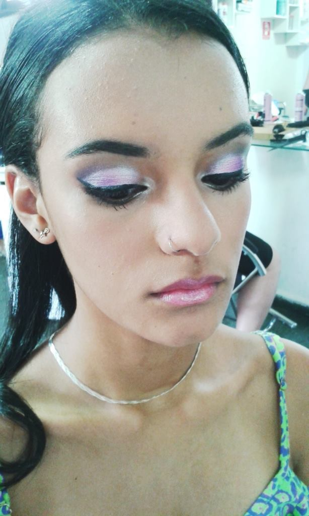 Maquiagem para debutante de desfile. maquiador(a)