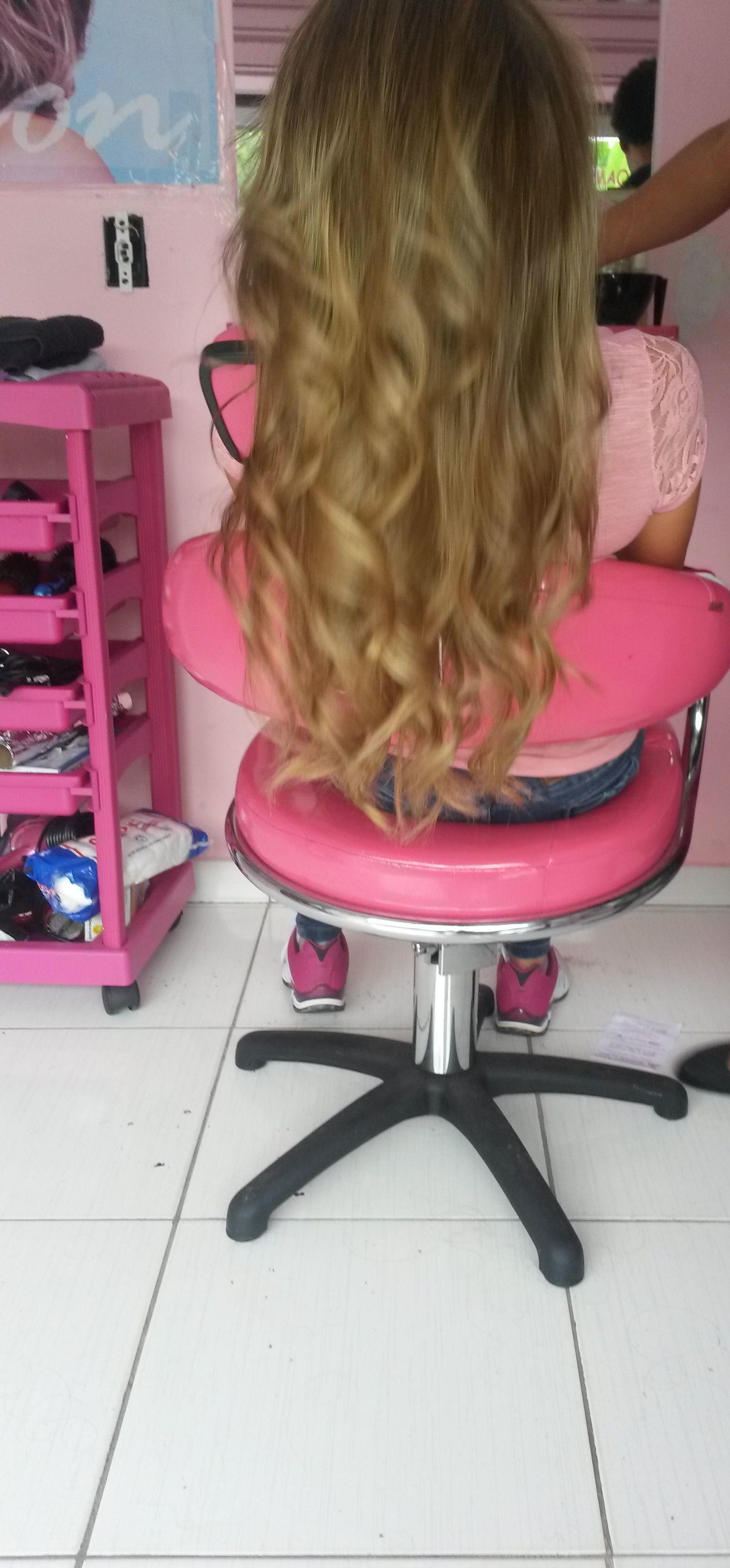 Loiroo ' Coloração ' cabeleireiro(a)