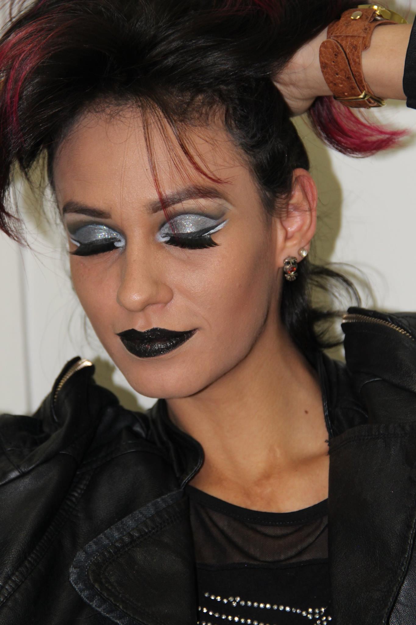 Passarela  designer de sobrancelhas maquiador(a) consultor(a) em imagem