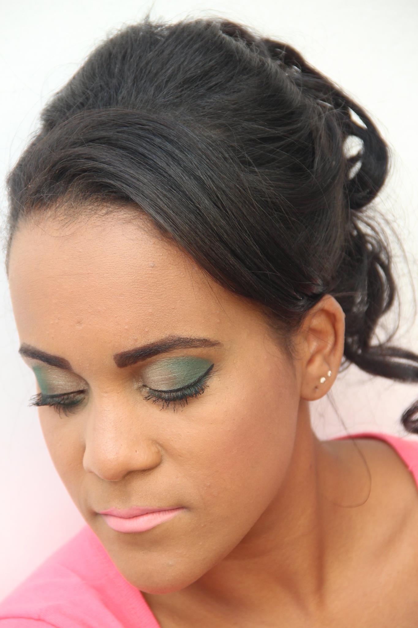 Etnia  designer de sobrancelhas maquiador(a) consultor(a) em imagem