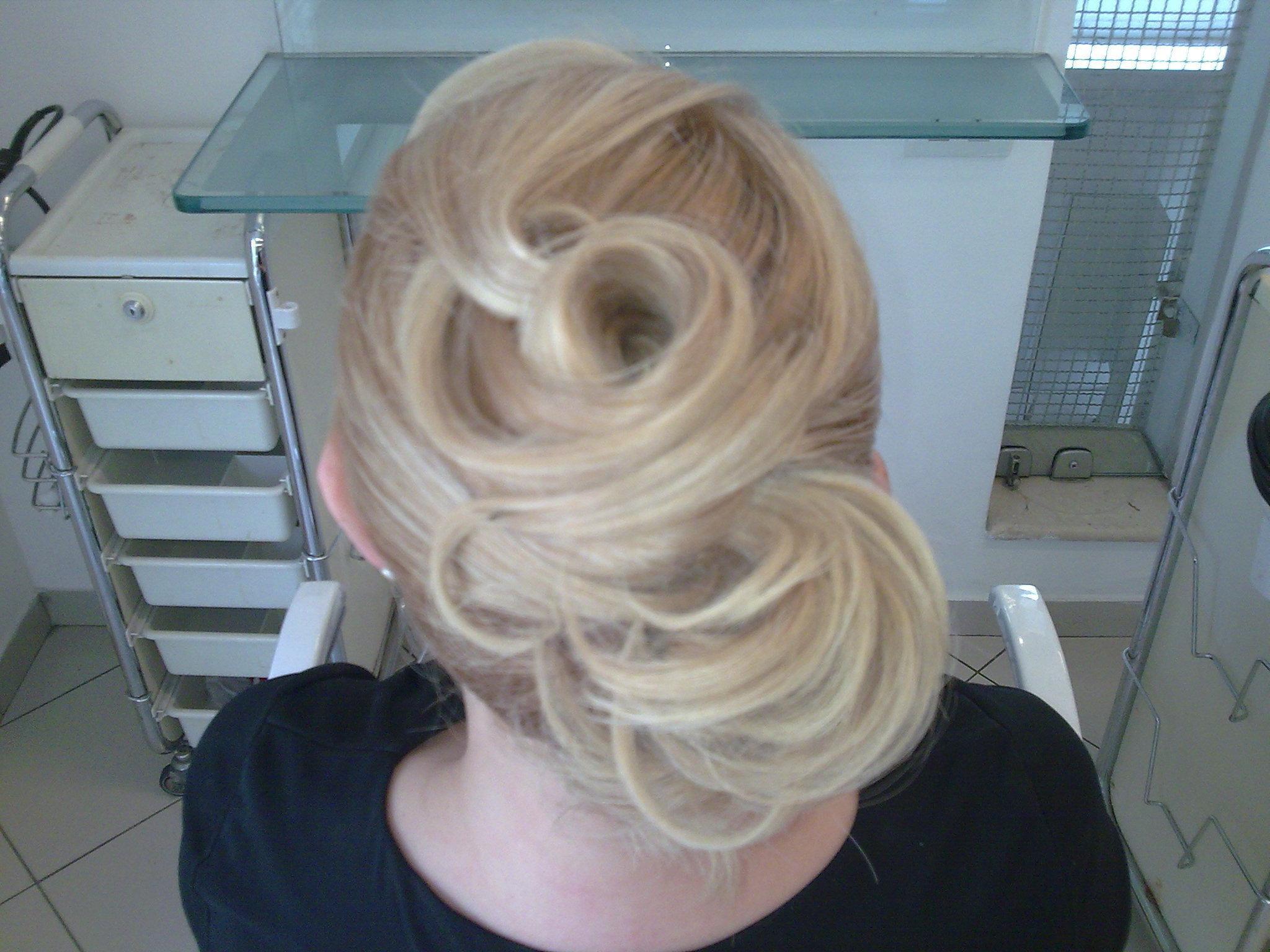 Ministrando curso de penteados.  Demonstração de penteado para profissionais da rede Jacques Janine. cabeleireiro(a)