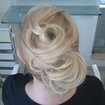 Ministrando curso de penteados. Demonstração de penteado para profissionais da rede Jacques Janine.