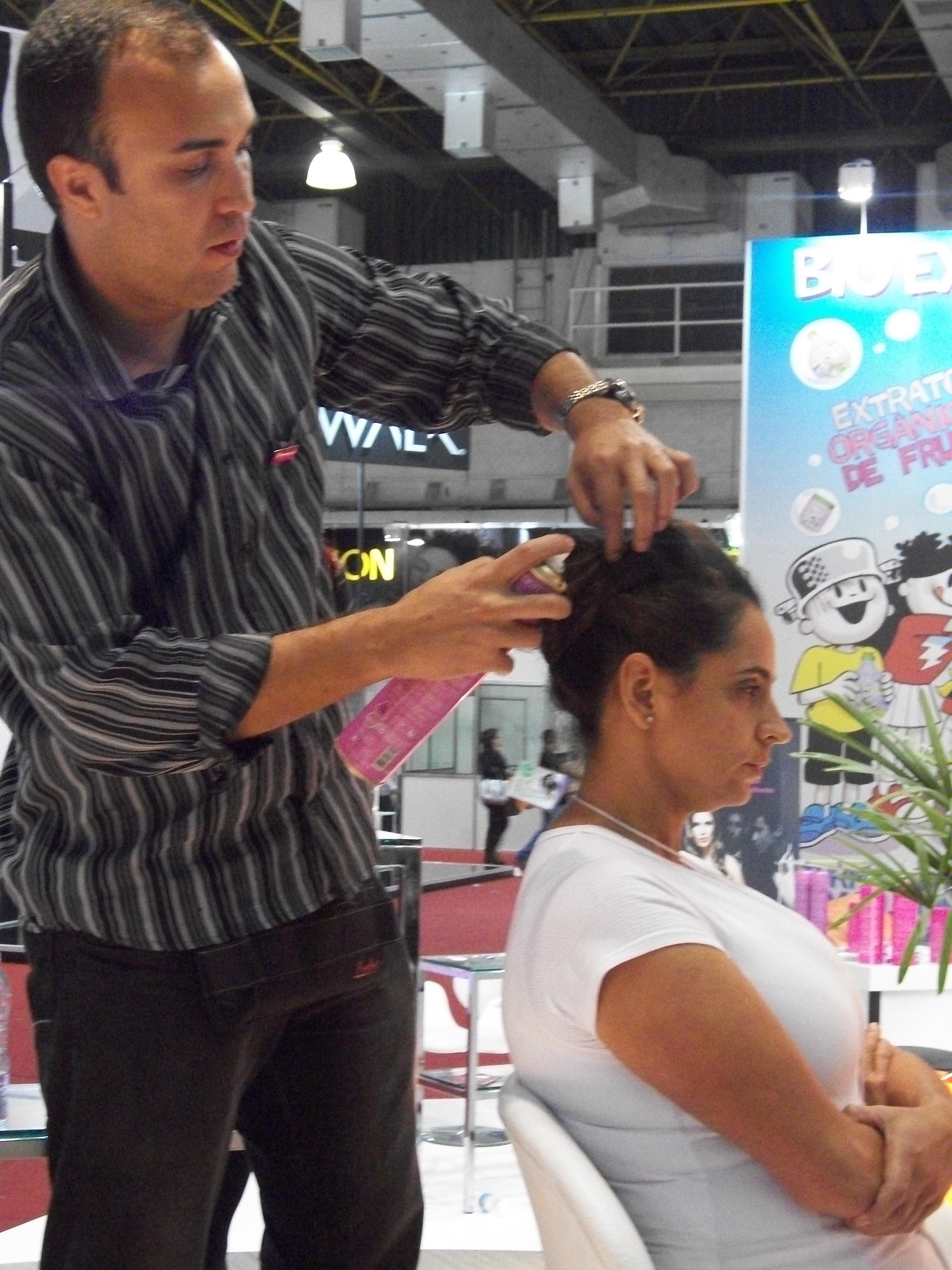 Demonstração de penteados  Demonstração de penteados na Beauty Fair  cabeleireiro(a)