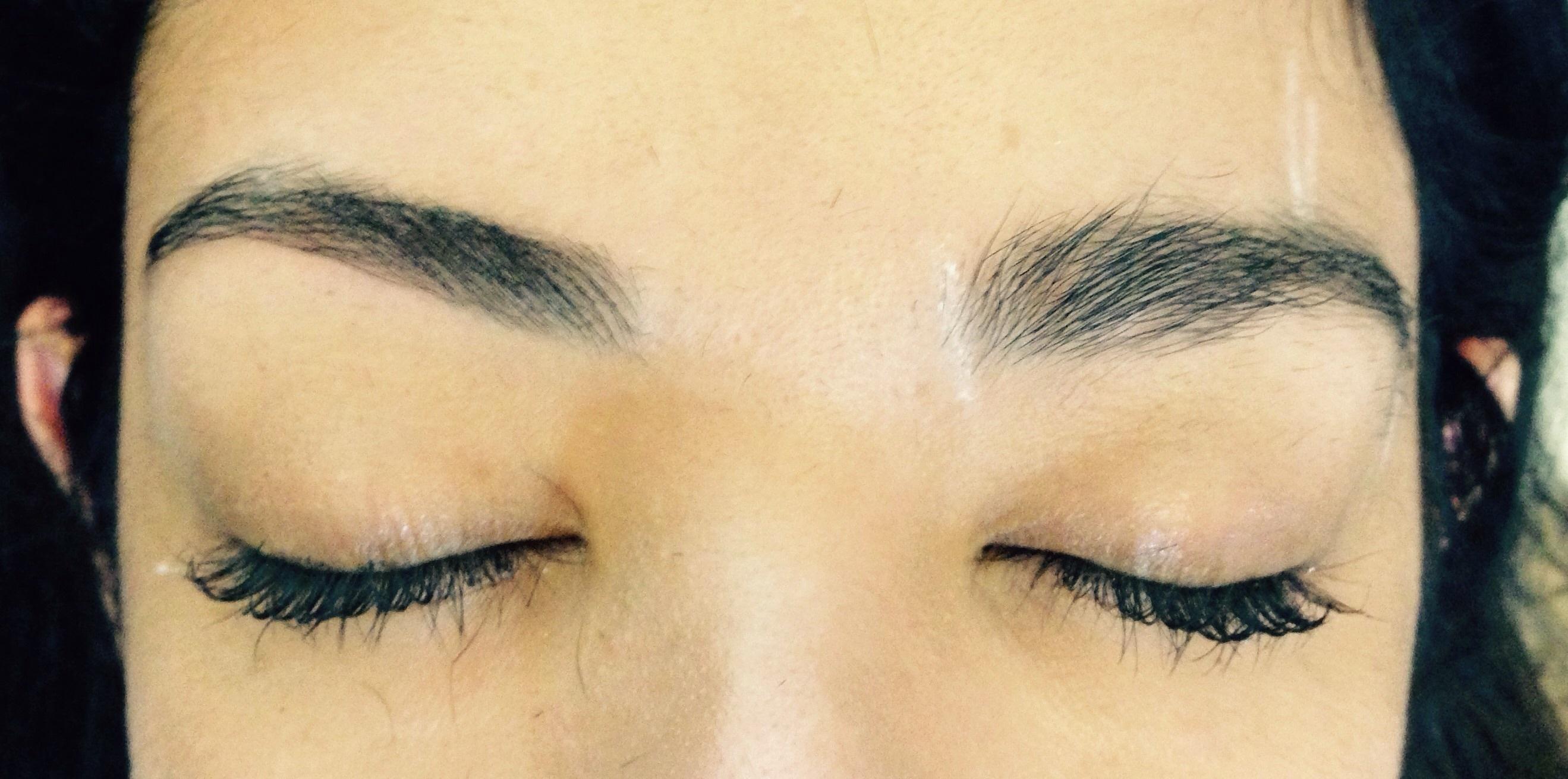 Designer de sobrancelhas  Feito somente com pinça. micropigmentador(a) designer de sobrancelhas maquiador(a)