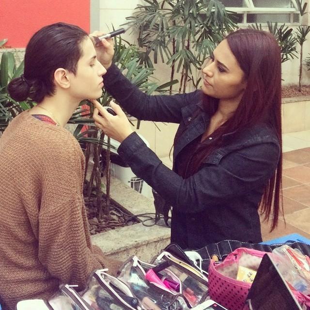 Maquiagem para um editorial de moda. esteticista maquiador(a) depilador(a) designer de sobrancelhas docente / professor(a) escovista