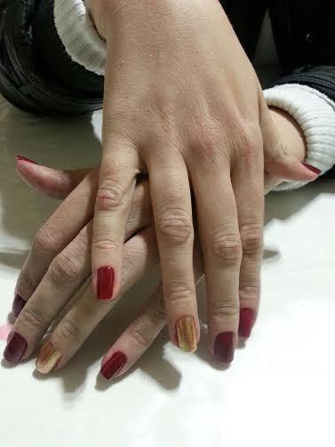 Unhas de uma cliente Lixei as unhas, fiz exfoliação, removi a cutícula e esmaltei. gerente designer de sobrancelhas depilador(a) auxiliar cabeleireiro(a) manicure e pedicure