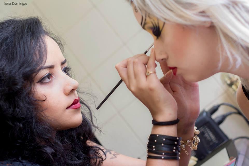 Fazendo o que mais amo no mundo <3 maquiador(a) maquiador(a) maquiador(a)