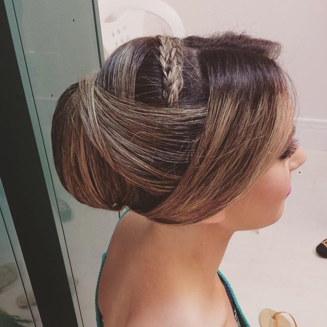 Coque polido Coque liso, sofisticado, indicado para noivas e madrinhas cabelo maquiador(a) designer de sobrancelhas gerente