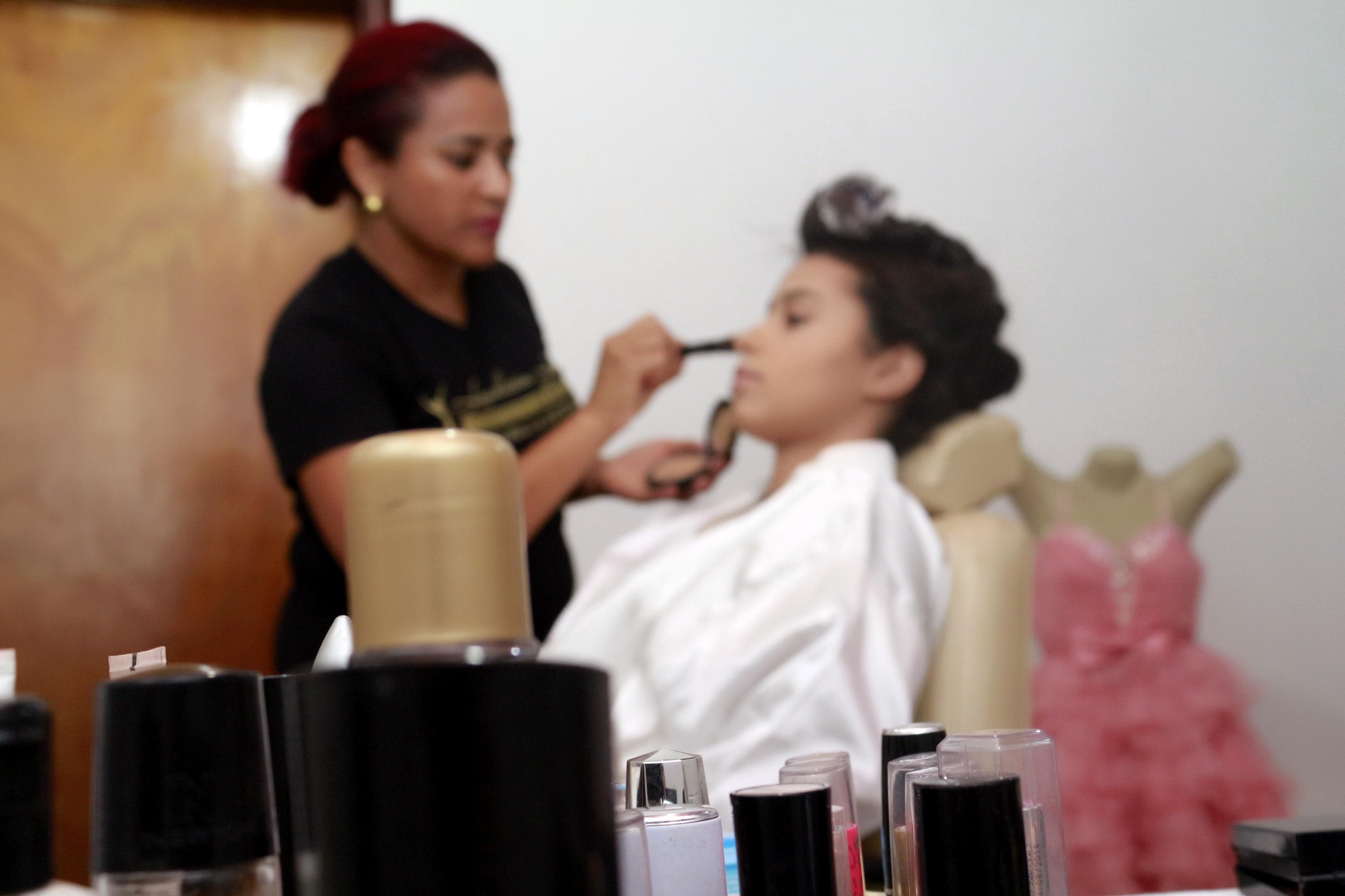 produção de debutante cabeleireiro(a) stylist / visagista