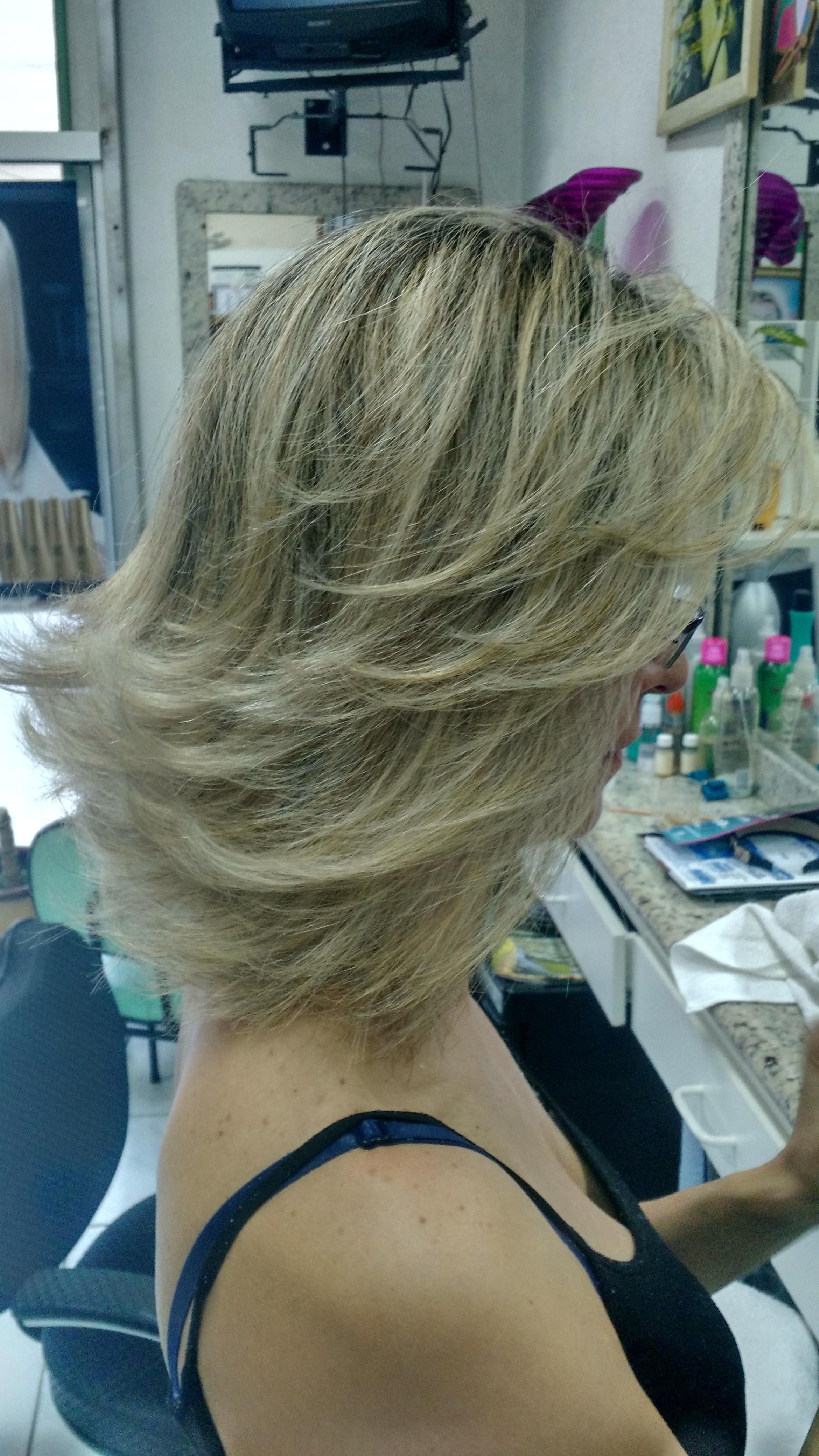 Corte e luzes cabeleireiro(a)