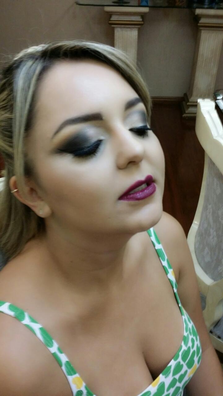 maquiador(a) dermopigmentador(a) cabeleireiro(a)