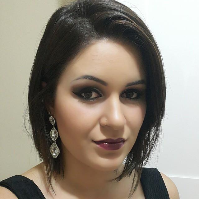 delineado gatinho,  cabelo maquiagem  maquiador(a) designer de sobrancelhas esteticista estudante
