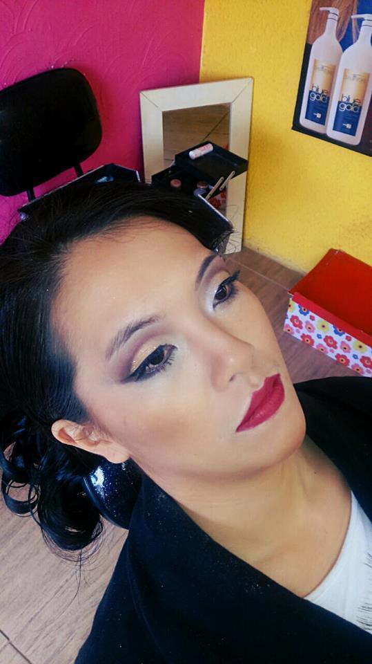 Make Oriental Aplicação de Cílio, Skin Perfect e Cut Crease maquiador(a) auxiliar cabeleireiro(a)