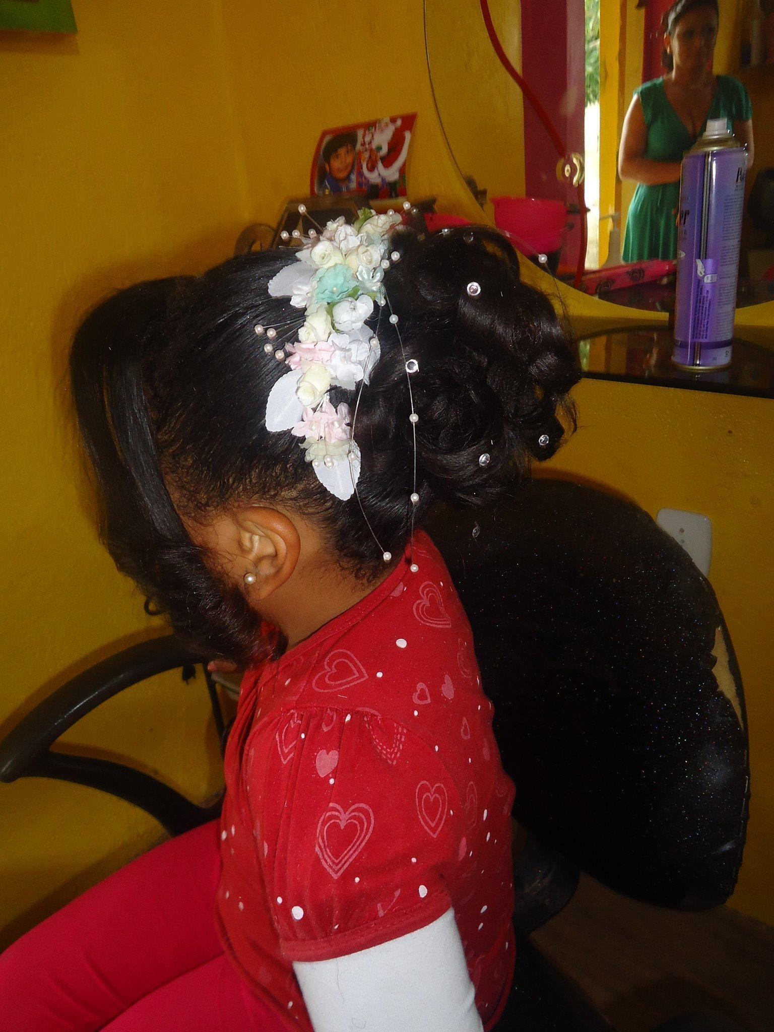 Penteado Florista Semi Preso para Florista. maquiador(a) auxiliar cabeleireiro(a)