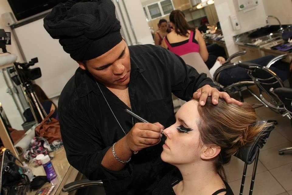Portifolio Senac Foto para Portfólio no Senac maquiador(a) auxiliar cabeleireiro(a)