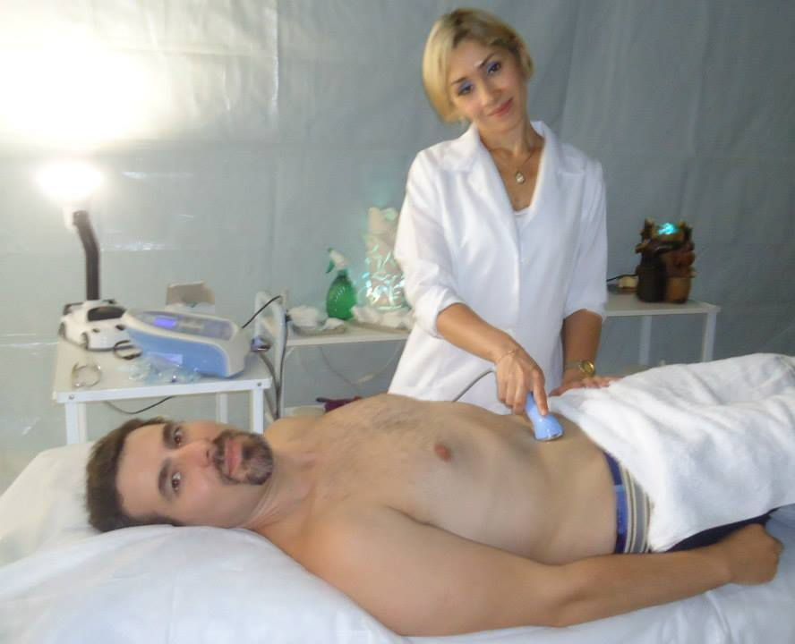 Tratamento de ultrassom Primeiramente, fizemos drenagem linfática na região abdominal, depois, 20 minutos aplicamos o ultrassom. Ajuda na redução de medidas, diminuição de inchaço, melhora a gordura localizada. esteticista esteticista