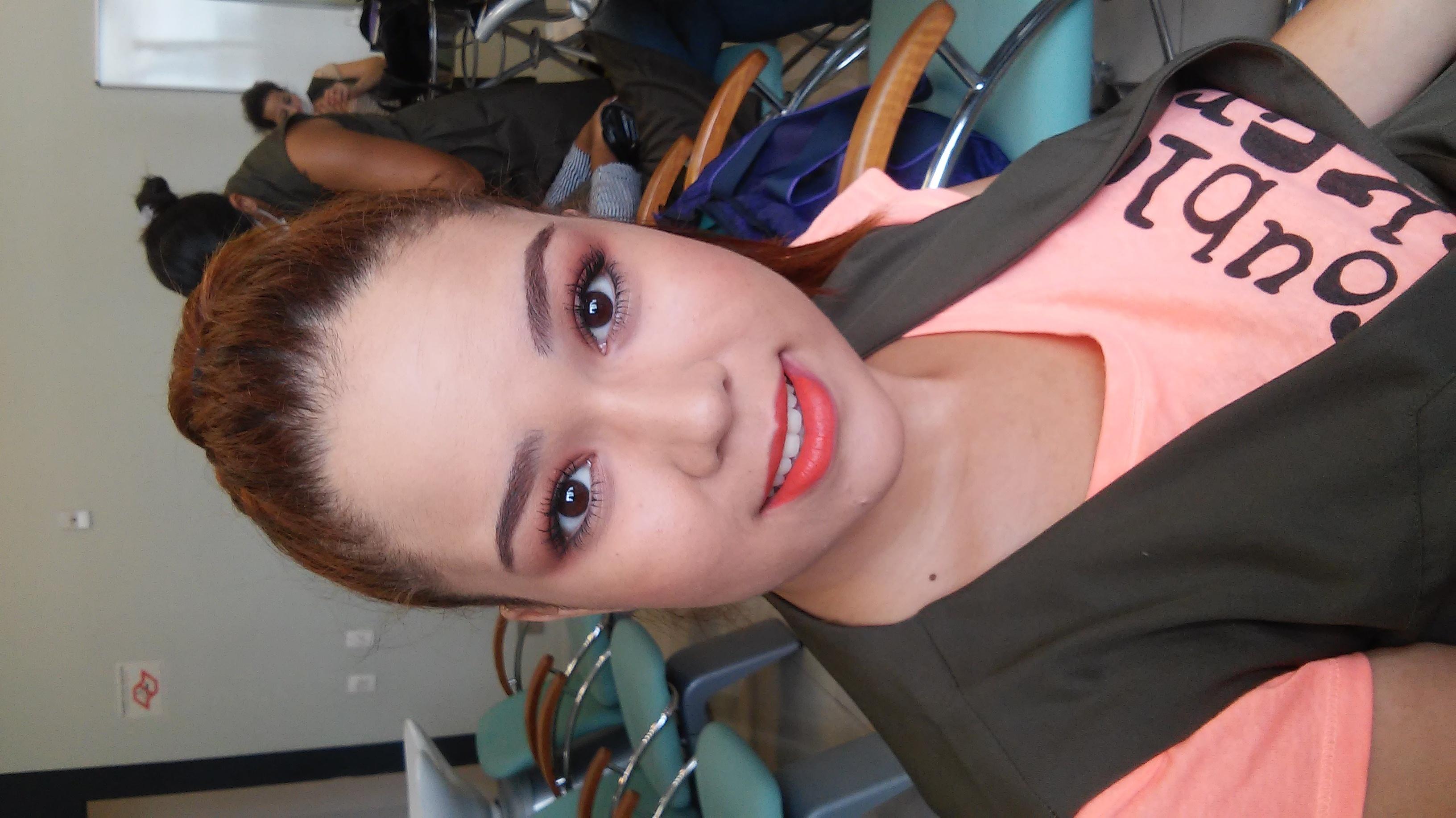 Maquiagem Social Foi feita uma maquiagem social, mais básica, com tons leves por ser um evento no período da manhã. esteticista maquiador(a)