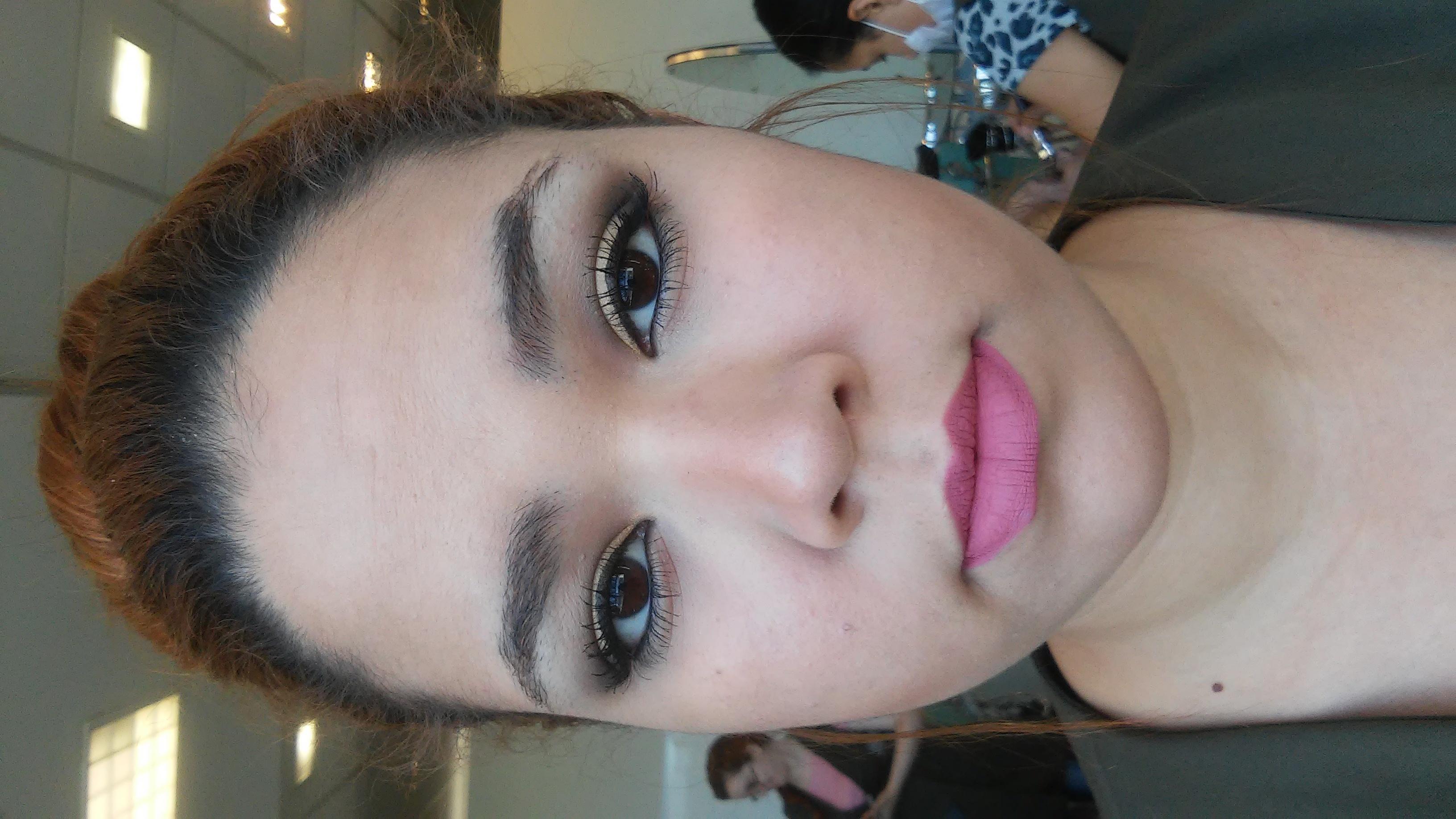 Maquiagem Social Foi feita uma maquiagem mais leve devido á cliente ir num evento na parte da tarde e a mesma não solicitou tons leves. esteticista maquiador(a)