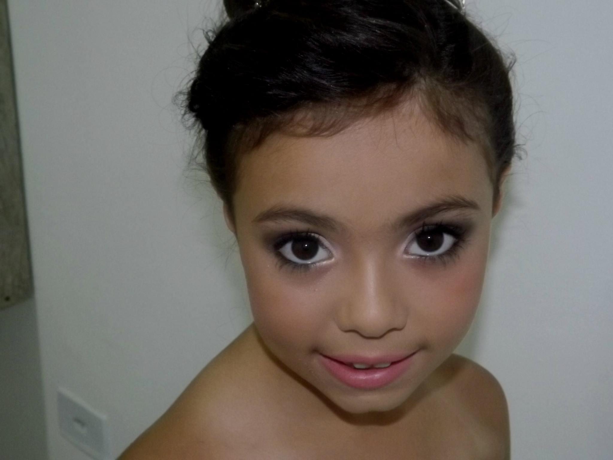 noivinha noivinha, casamento, madrinha, noiva, simples, criança maquiagem  maquiador(a)