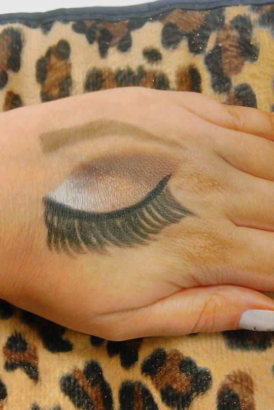 croqui na mao esteticista maquiador(a) designer de sobrancelhas massoterapeuta